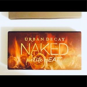Urban Decay eye shadow palette